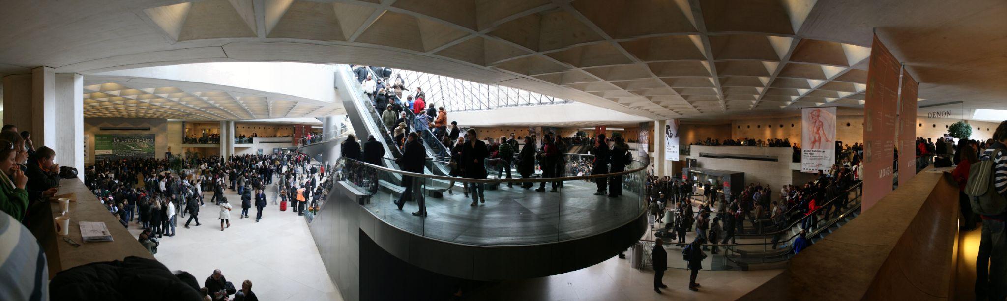 Hall Napoléon du Musée du Louvre, illustrant l'essor de l'industrie de la culture en France
