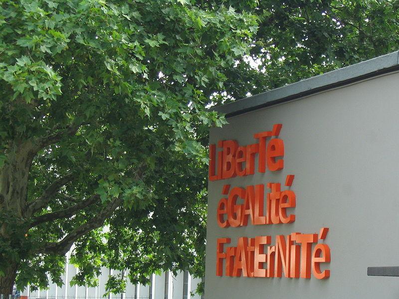 devise française fronton école villeurbanne