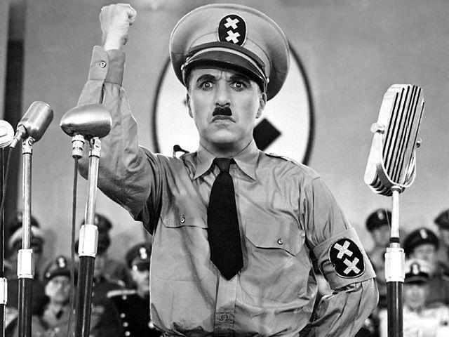 Charlie Chaplin dans Le Dictateur, 1940