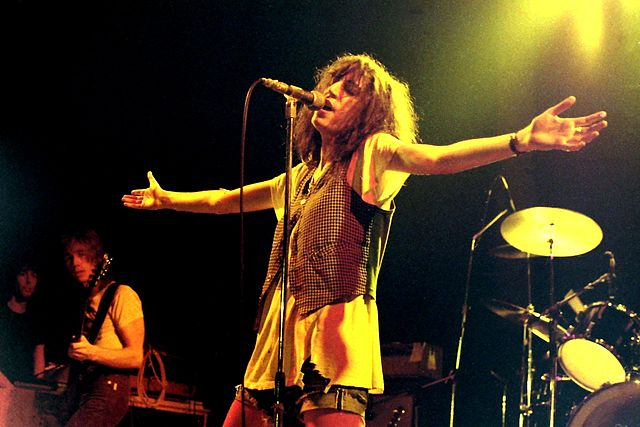 Patti Smith lors d'un concert en Allemagne, 1978, ©Klaus Hiltscher CCBY-SA 2.0