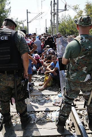 réfugiés migrations frontière Macédoine Grèce militaires policiers