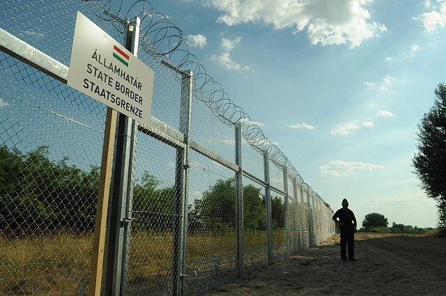 frontière Hongrie Serbie palissades Europe flux migratoires