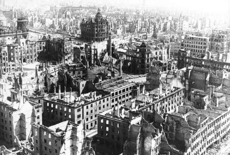 Dresde après les bombardements alliés - SchoolMouv - Histoire - terminale