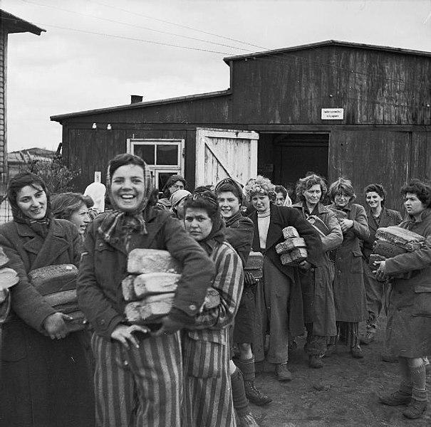 Les prisonnières de Bergen Belsen libérées par les Alliés - SchoolMouv - Histoire - terminale