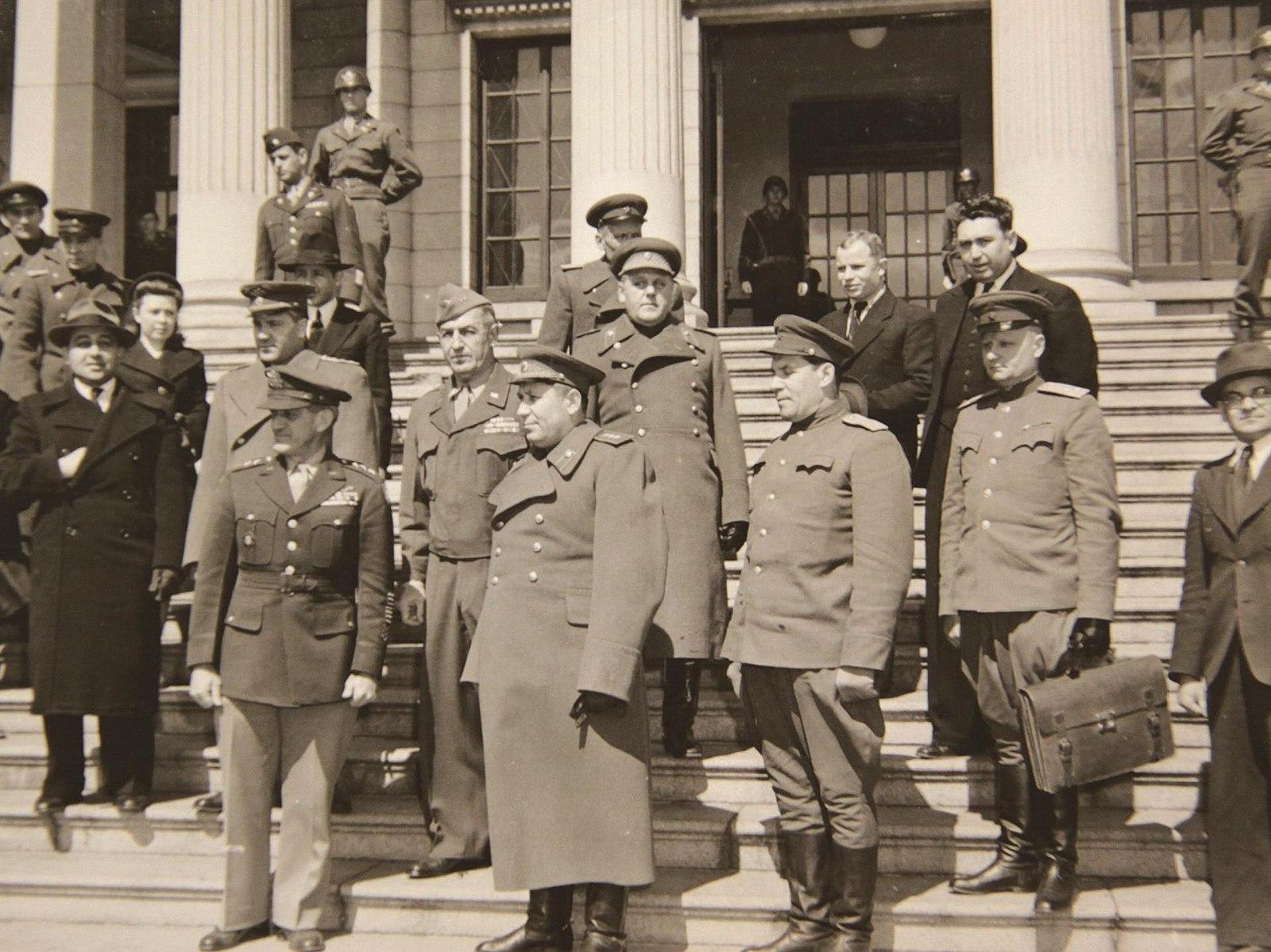 Une délégation americano-soviétique à Séoul en mars 1946 - Histoire - Terminale - SchoolMouv