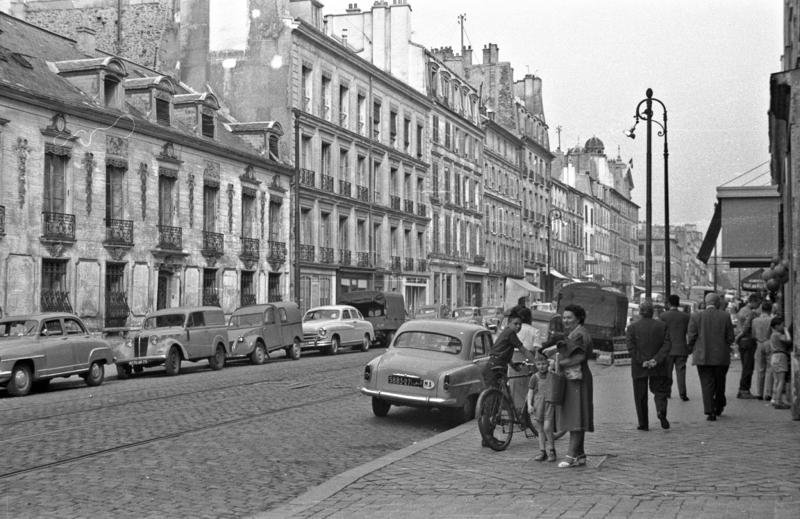 Une rue de Versailles dans les années 1950 - SchoolMouv - Histoire - Terminale