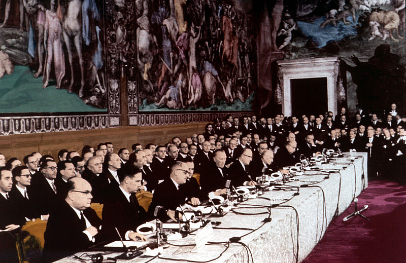 La signature du Traité de Rome le 25 mars1957 crée la CEE - SchoolMouv - Histoire - Terminale