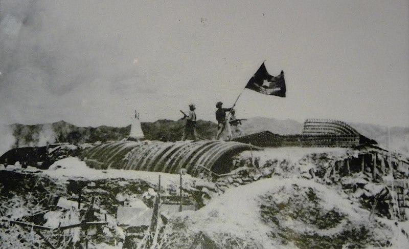 Les troupes vietnamiennes d'Ho Chi Minh victorieuses à la bataille de Dien Bien Phu en 1954 - Histoire - Terminale - SchoolMouv