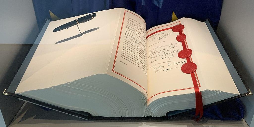 Signature traité Maastricht premiers ministres belges grec luxembourgeois - SchoolMouv - Histoire - Terminale