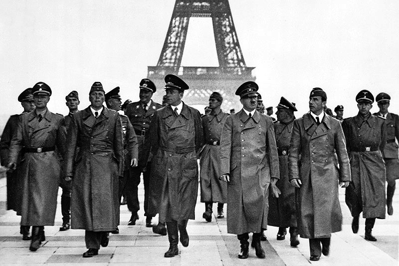 Adolf Hitler visitant Parisle 23 juin 1940 - Histoire - terminale -SchoolMouv