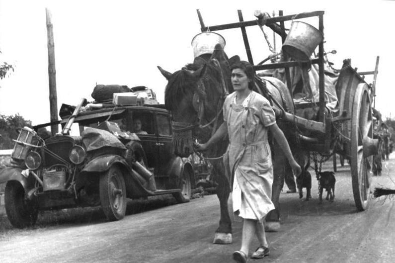 Des Français fuyant l'arrivée des nazis, 19 juin 1940 - Histoire - terminale - SchoolMouv